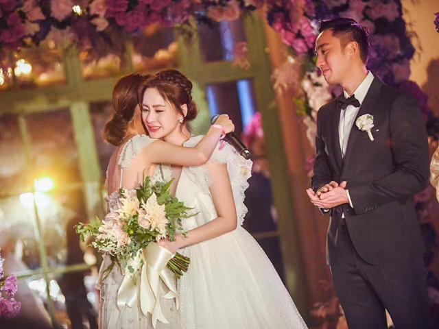 Chung Hân Đồng khóc nức nở trong đám cưới sau 10 năm đau khổ vì scandal