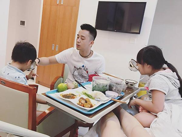 """hotmom 4 con di de o benh vien 5 sao, duoc chinh chong """"an bung"""" cho con chui ra - 5"""