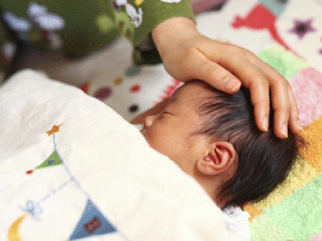 Bé sơ sinh 2 tháng nhập viện vì bà nội can thiệp vào chuyện cho cháu ăn của con dâu