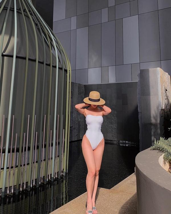 khi phuong khanh khoe hinh nong 1000 do voi bikini, dan tinh nhin luot qua cung du mat ngu - 4