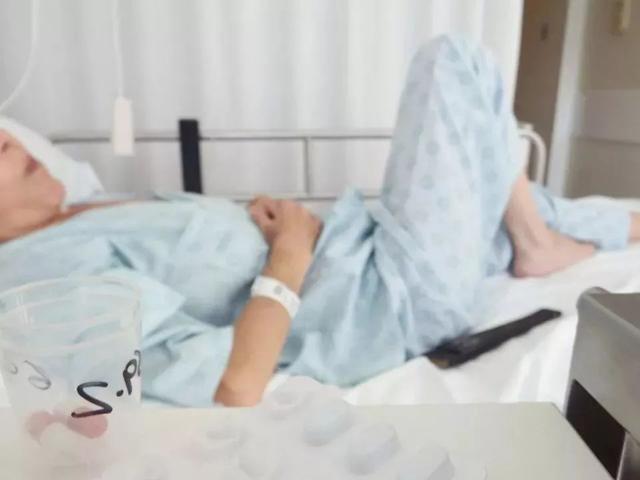 Mẹ đi khám vì mất ngủ, BS bất ngờ phát hiện sự thật hãi hùng của cả gia đình
