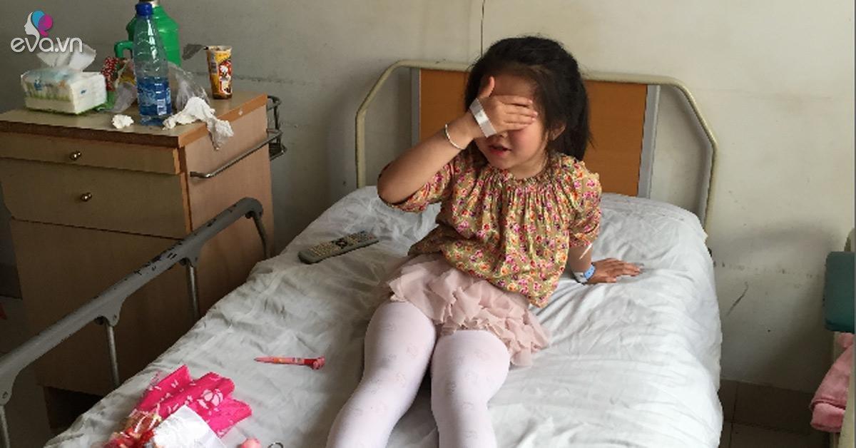 Ngoài bị nhét chất bẩn gây viêm âm đạo, nguyên nhân nào khiến bé gái có thể mắc bệnh này?