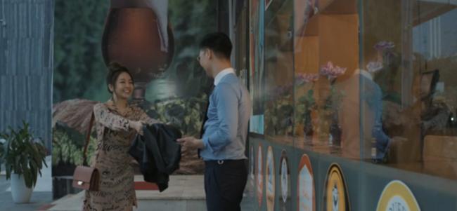 "hot girl tram anh vuong scandal day song hoa ra tung ""tha thinh"" trai dep bang cach... chup len - 1"