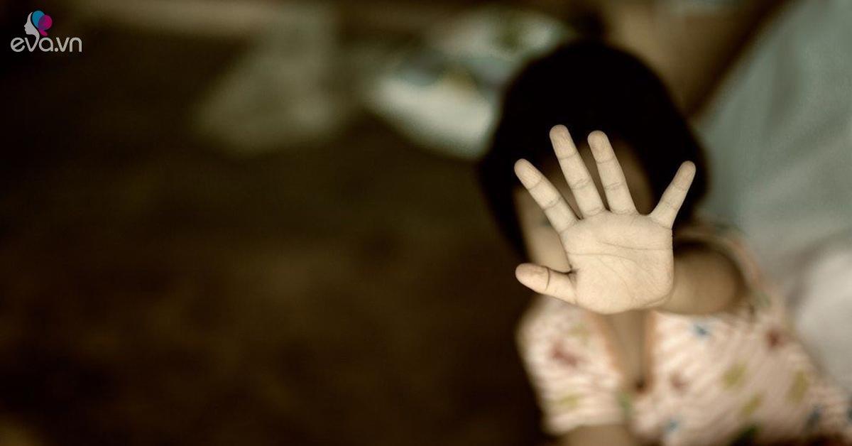 """Người mẫu 4 tuổi bị cưỡng bức, 5 tuổi bị cắt """"vùng kín"""" và sự thật về tục """"giữ mình"""""""
