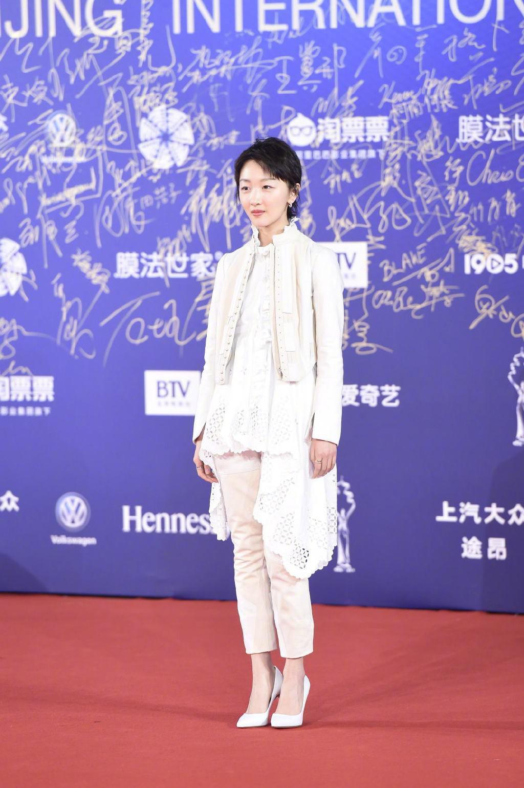 "top 10 bo canh tham hoa tuan qua: song hye kyo, phuong trinh jolie ""tuot doc "" phong cach - 8"