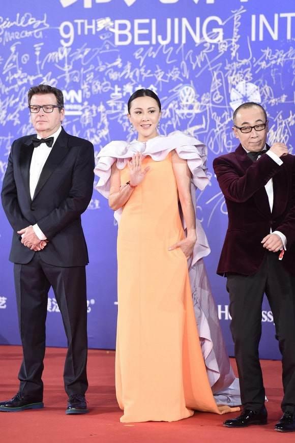 "top 10 bo canh tham hoa tuan qua: song hye kyo, phuong trinh jolie ""tuot doc "" phong cach - 9"