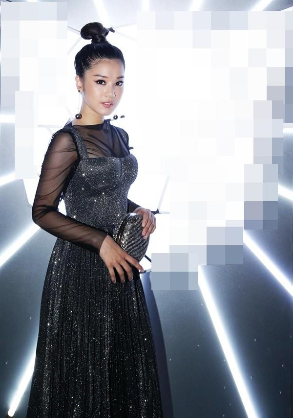 "top 10 bo canh tham hoa tuan qua: song hye kyo, phuong trinh jolie ""tuot doc "" phong cach - 3"