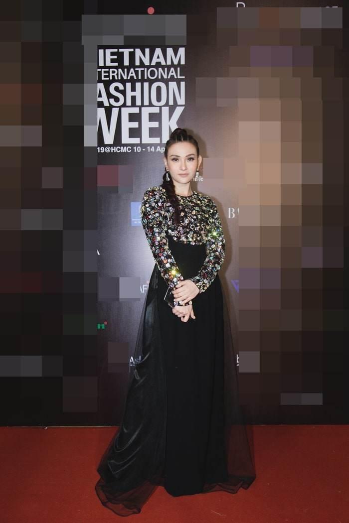"top 10 bo canh tham hoa tuan qua: song hye kyo, phuong trinh jolie ""tuot doc "" phong cach - 5"