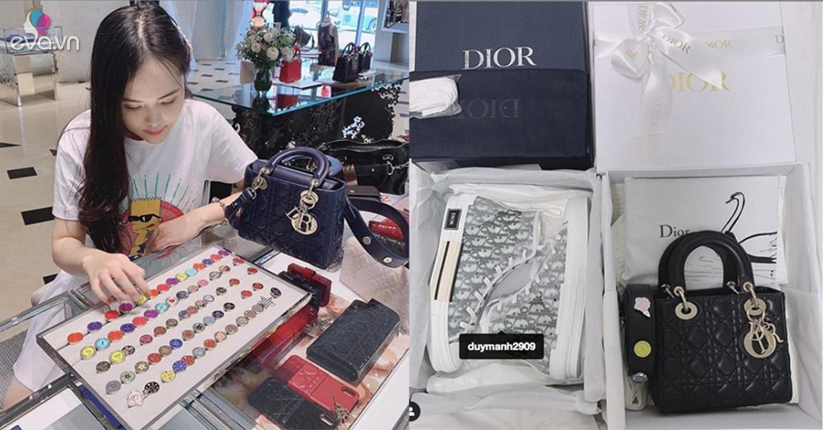 Bạn gái Duy Mạnh tiếp tục vung tay sắm hàng hiệu, đi uống trà cũng phải của Dior mới chịu