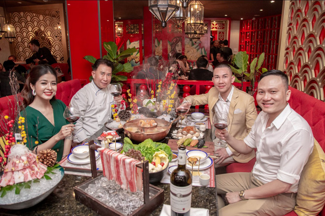 dau bep yan can cook khong tiec loi khen ngoi mon lau khoi the drunken pot cua nguoi ban cu - 3