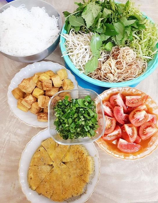 "tuan chi an com 2 bua, con lai vo dam nau bun, lau, pho nhung chong van ""chen"" ngon lanh - 8"