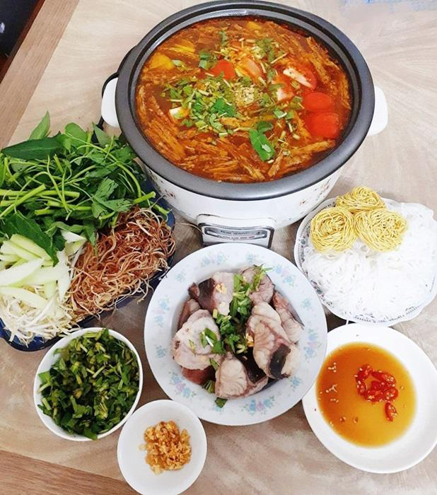 "tuan chi an com 2 bua, con lai vo dam nau bun, lau, pho nhung chong van ""chen"" ngon lanh - 4"