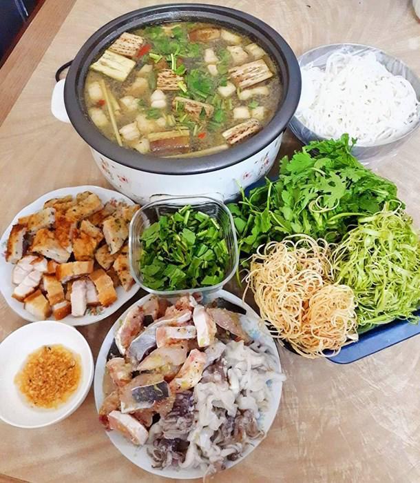 "tuan chi an com 2 bua, con lai vo dam nau bun, lau, pho nhung chong van ""chen"" ngon lanh - 12"