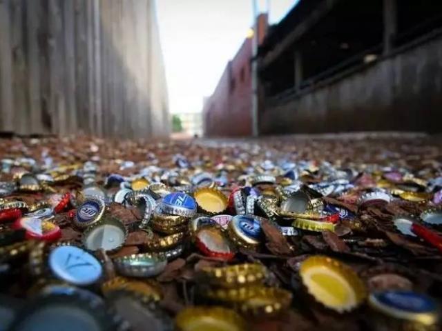 Con hẻm nắp chai độc lạ khiến nhiều người đổ xô đến xem, doanh nghiệp xem là mỏ vàng