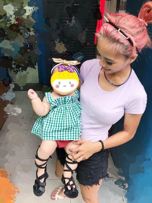 hotgirl bim sua lo nguc tran cho con bu noi cong cong hut 7 nghin nguoi bam like - 3