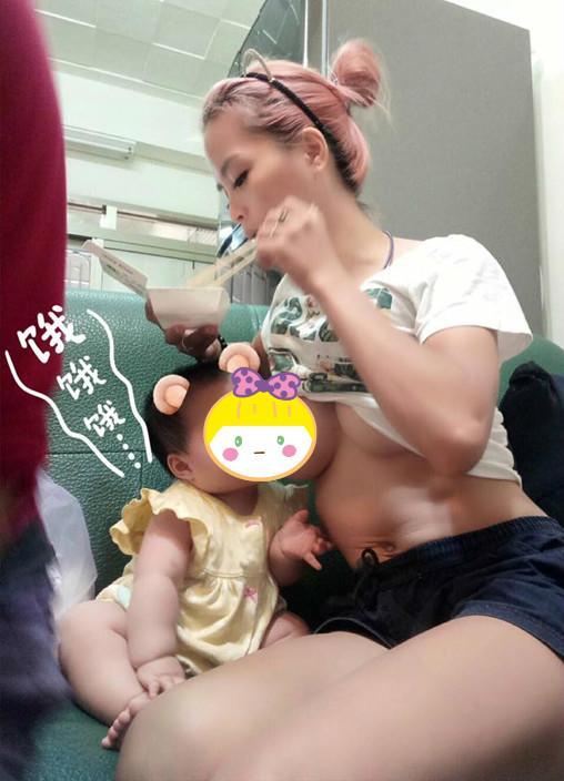 hotgirl bim sua lo nguc tran cho con bu noi cong cong hut 7 nghin nguoi bam like - 1