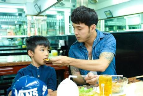 chi ngoc trinh sap sinh con cho chong kem tuoi, con trai co duoc bo duong cham soc the nay! - 15