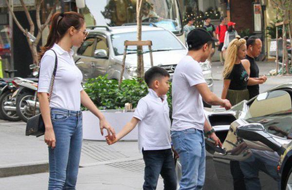 chi ngoc trinh sap sinh con cho chong kem tuoi, con trai co duoc bo duong cham soc the nay! - 6