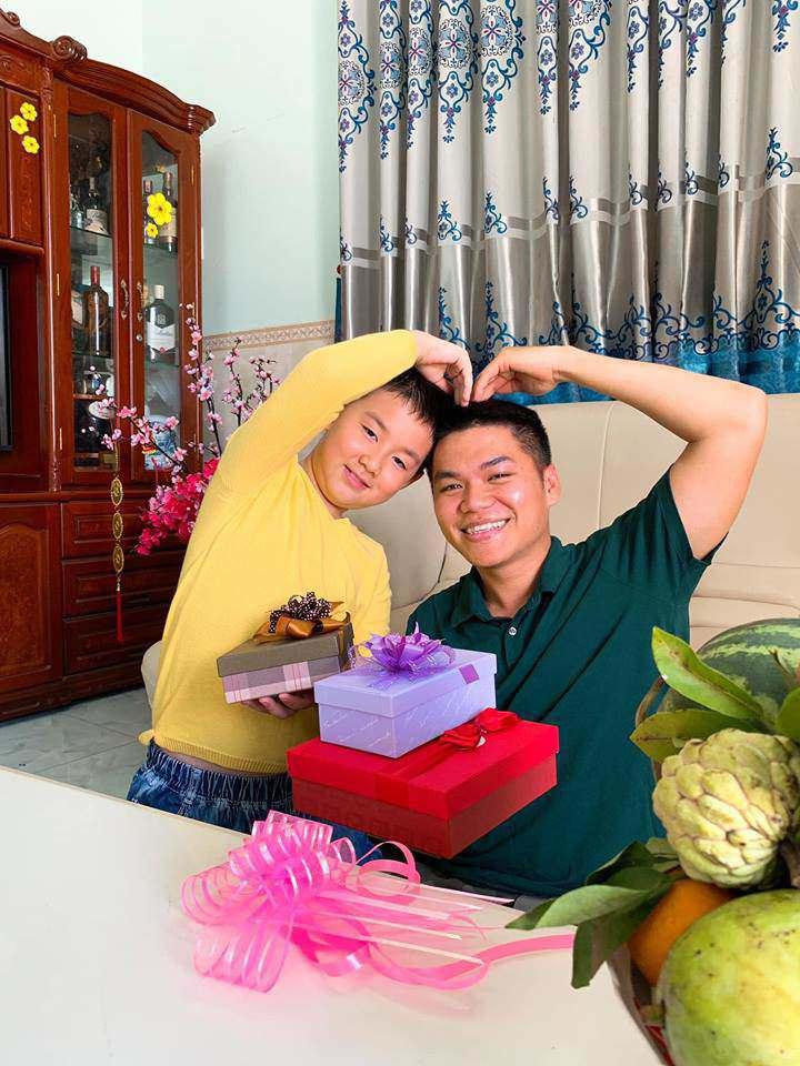 chi ngoc trinh sap sinh con cho chong kem tuoi, con trai co duoc bo duong cham soc the nay! - 14