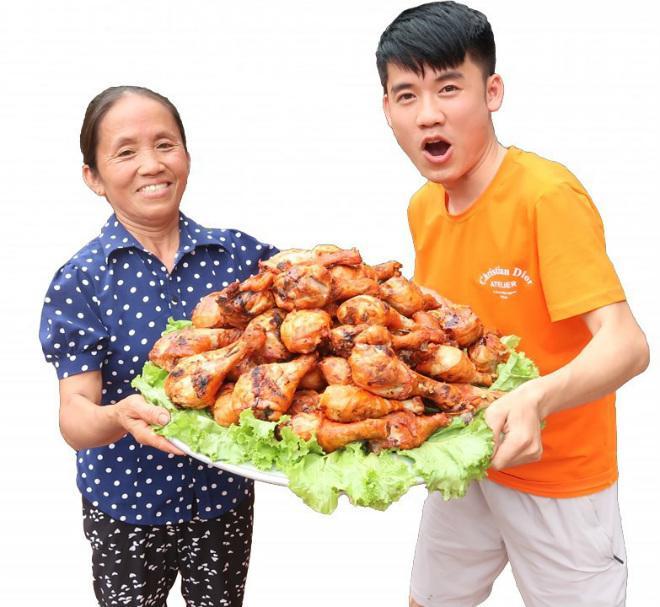 'ba tan vlog' voi nhung mon an sieu cay khong lo va phan ung bat ngo cua cu dan mang - 4