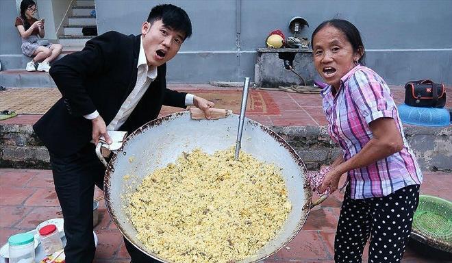 'ba tan vlog' voi nhung mon an sieu cay khong lo va phan ung bat ngo cua cu dan mang - 6