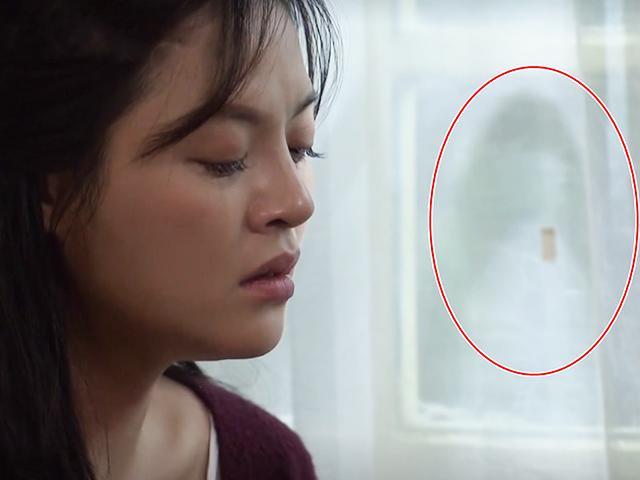 Bí ẩn Về Nhà Đi Con: Bóng lạ ngoài cửa sổ trong lúc Huệ đang khóc là ai?
