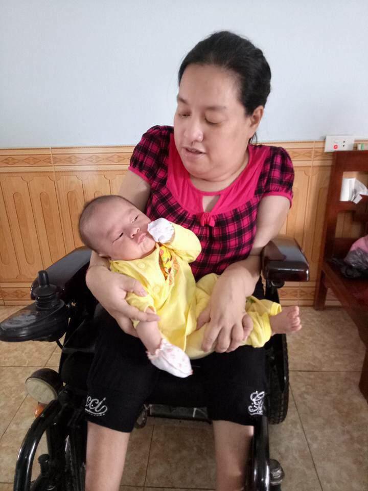 sinh con khong co hau mon, vo chong khuyet tat thanh hoa chat vat ve sinh cho con 30 lan/ngay - 6