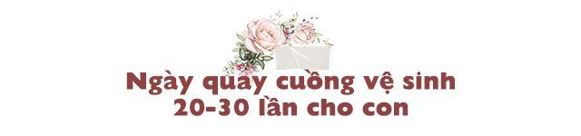 sinh con khong co hau mon, vo chong khuyet tat thanh hoa chat vat ve sinh cho con 30 lan/ngay - 5