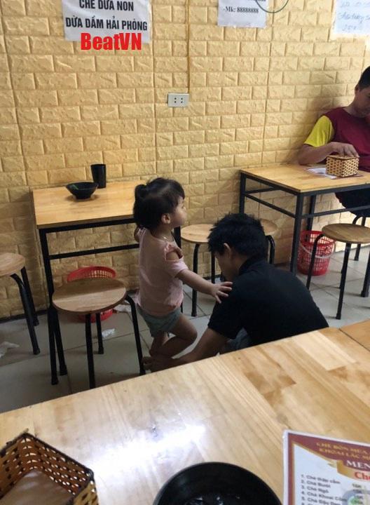 "buc anh chup bo an cung 2 con, tuong binh thuong nhung lai chua dieu khien chi em ""do mat"" - 2"
