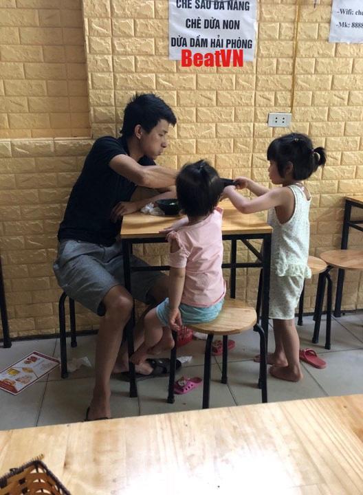 "buc anh chup bo an cung 2 con, tuong binh thuong nhung lai chua dieu khien chi em ""do mat"" - 1"