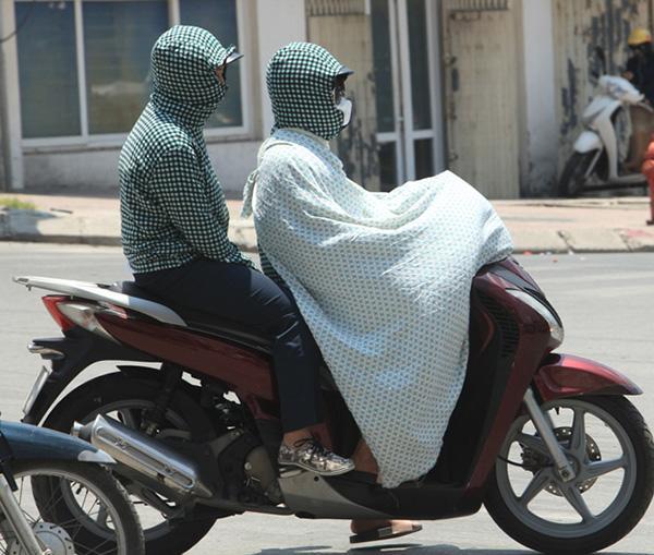 """Hốt hoảng với bộ đồ hệt """"xác ướp Ai Cập"""", hội chị em ninja Việt cũng không kín bằng"""