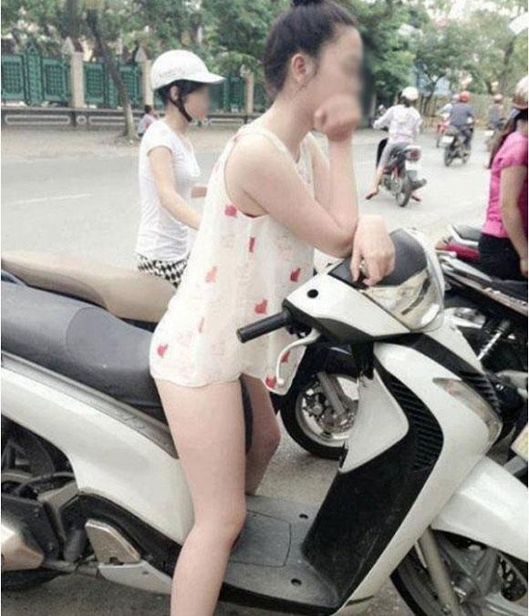 """gái trẻ mạc quàn nhu khong tren pho sai gon khien nguoi di duong """"nong mat"""" - 3"""