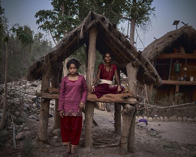 "ky quac tuc le duoi phu nu ra khoi nha khi ""den thang"" o nepal - 1"