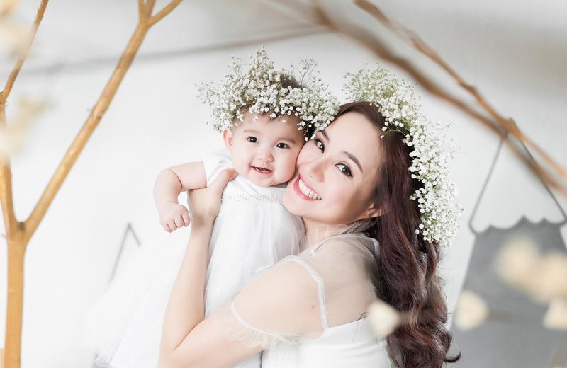 Khi báo chí xác nhận được tin Vy Oanh đã bí mật sang Mỹ đăng ký kết hôn và sinh con đầu lòng từ một số nguồn tin thân thiết, nữ ca sĩ vẫn từ chối lên tiếng về vấn đề này.