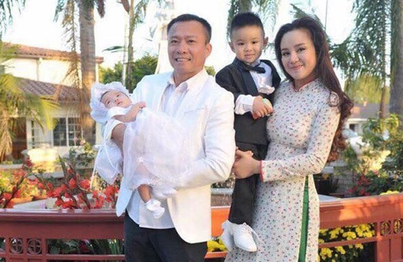 Hiện tại, cô cũng không hề giấu danh tính ông xã và thường xuyên đăng tải những khoảnh khắc hạnh phúc bên gia đình nhỏ trên trang cá nhân.