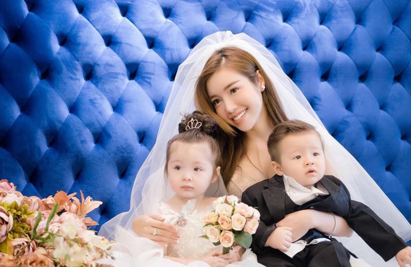 Elly Trần sinh con gái đầu lòng - bé Cadie Mộc Trà - vào tháng 8/2014 nhưng đến tháng 12/2014 mới công bố với khán giả. Trước đó, hàng loạt tin đồn về chuyện cô mang thai được tung ra vì diễn viên bỗng nhiên biệt tích khỏi các hoạt động showbiz.