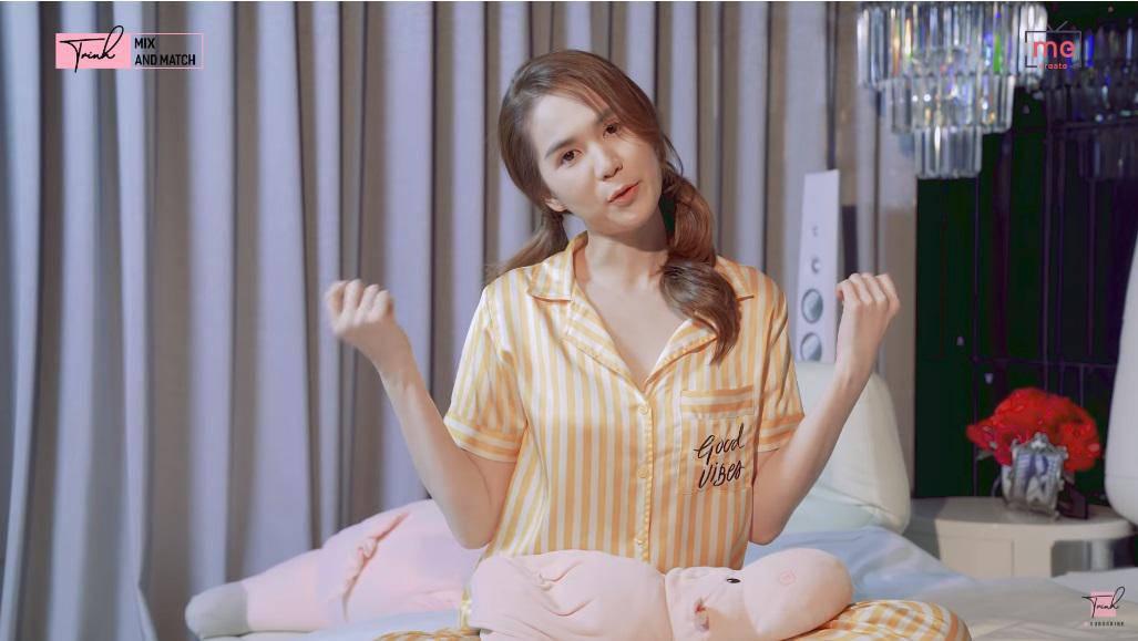 """sau bo vay ho hang, ngoc trinh lai gay song gio voi pyjama """"khong tien thi cap dat ma an"""" - 5"""