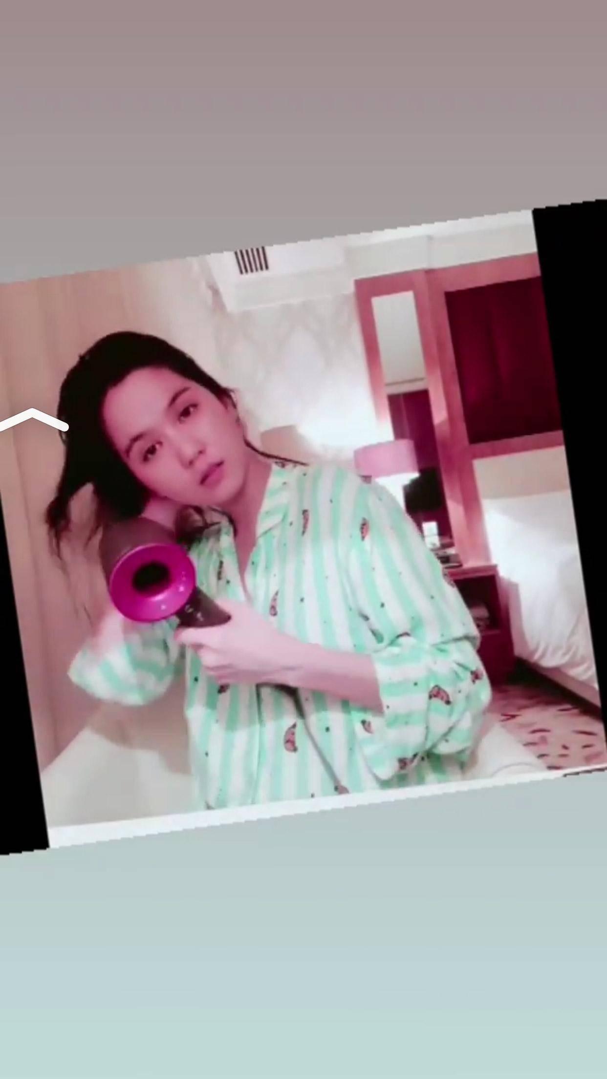 """sau bo vay ho hang, ngoc trinh lai gay song gio voi pyjama """"khong tien thi cap dat ma an"""" - 6"""