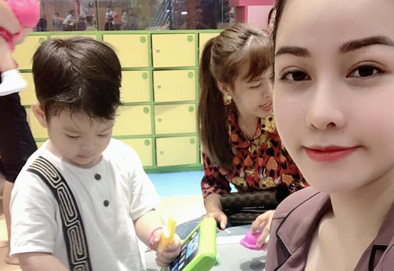 Chính vì không được gặp con nên nỗi nhớ con của người mẹ như Nhật Kim Anh lại dâng trào. Từ đó, chuyện ly hôn của nữ ca sĩ sau 3 năm giấu kín mới bất ngờ được hé lộ.