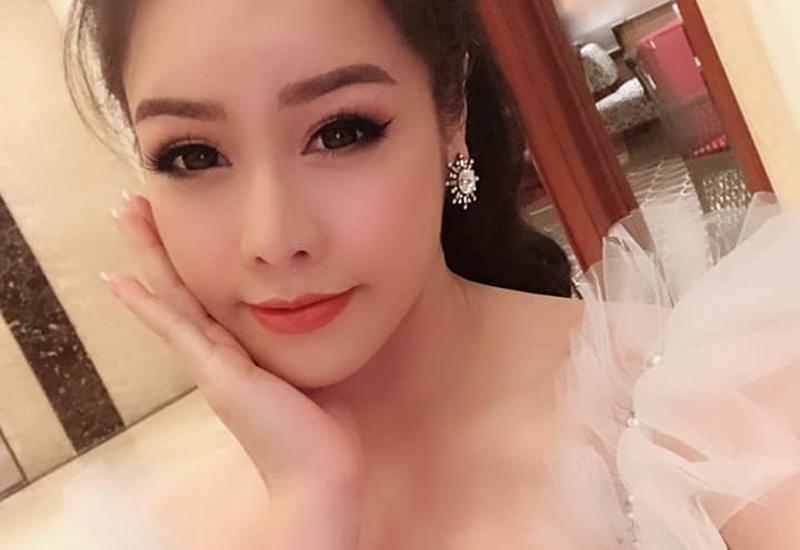 Chia sẻ mới đây của nữ ca sĩ Nhật Kim Anh về việc cô bị mất quyền nuôi và gặp con khiến nhiều người xót xa vô cùng.Được biết, cô kết hôn cùng ông xã Bửu Lộc và hạ sinh cậu con trai kháu khỉnh.