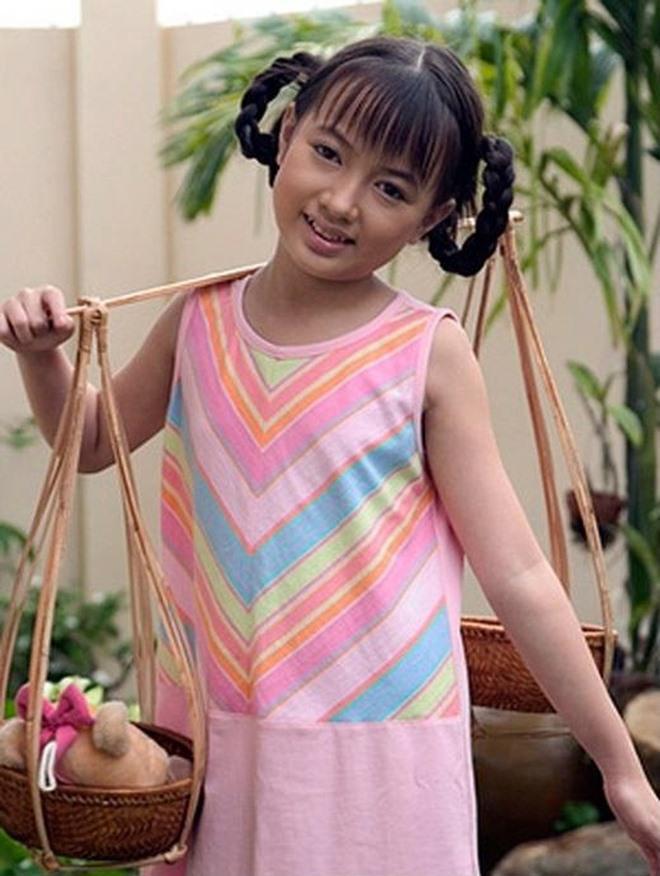 """""""be"""" xuan nghi bat ngo tro lai showbiz: xinh dep hut hon, con co ban trai tai nang dung sau - 1"""