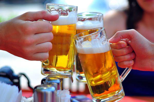 "mang bia do vao nha ve sinh, tuong phi cua troi ai ngo phat hien ""tuyet chieu"" bat ngo - 2"