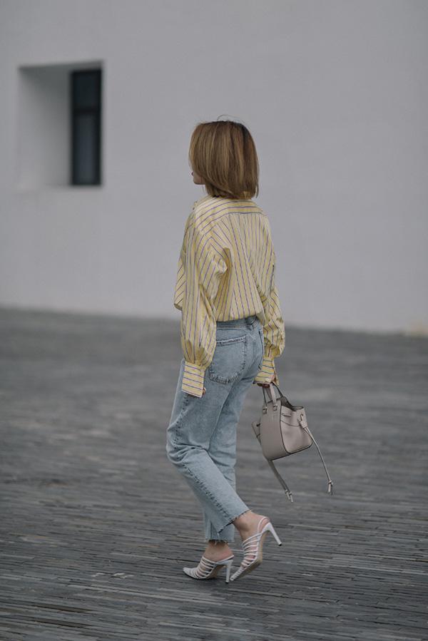 muon dien quan jeans trong mua he nong nuc, chi em tot nhat dung quen 4 mau mat me nay - 1