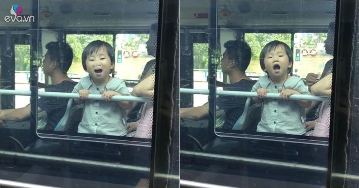 Cô bé tiểu quỷ đi xe buýt khiến người đi đường hết hồn nhưng gây sốt mạng xã hội