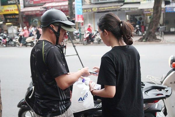 "bo dua con di thi thpt quoc gia bang xe lan: ""gap van den, toi lo con lo ky thi"" - 3"