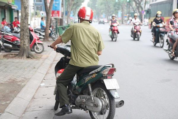 "bo dua con di thi thpt quoc gia bang xe lan: ""gap van den, toi lo con lo ky thi"" - 16"