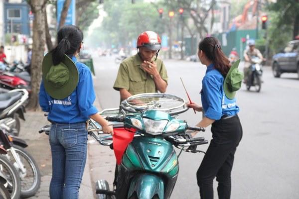 "bo dua con di thi thpt quoc gia bang xe lan: ""gap van den, toi lo con lo ky thi"" - 6"