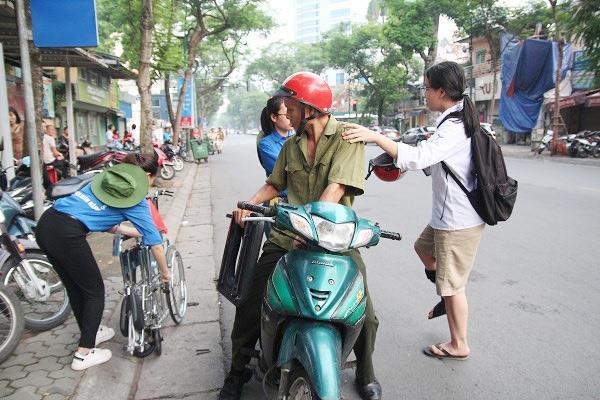 "bo dua con di thi thpt quoc gia bang xe lan: ""gap van den, toi lo con lo ky thi"" - 11"