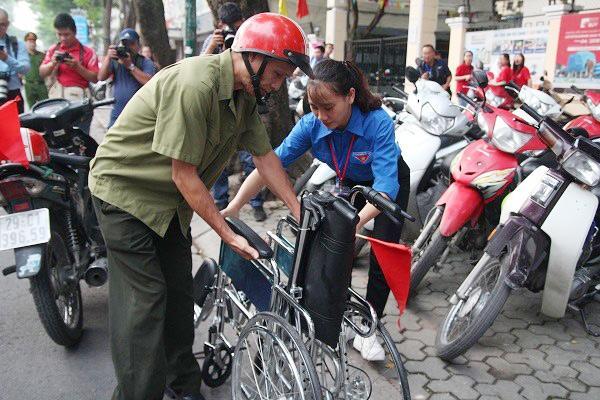 "bo dua con di thi thpt quoc gia bang xe lan: ""gap van den, toi lo con lo ky thi"" - 12"
