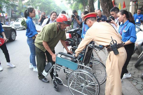 "bo dua con di thi thpt quoc gia bang xe lan: ""gap van den, toi lo con lo ky thi"" - 13"